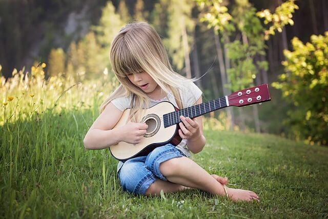 現役バンドマンが選ぶ、子供にお勧めなギター